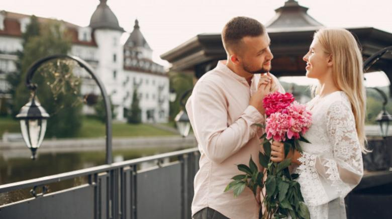 Best Floral Gift Ideas To Make An Impression On Your Girlfriend